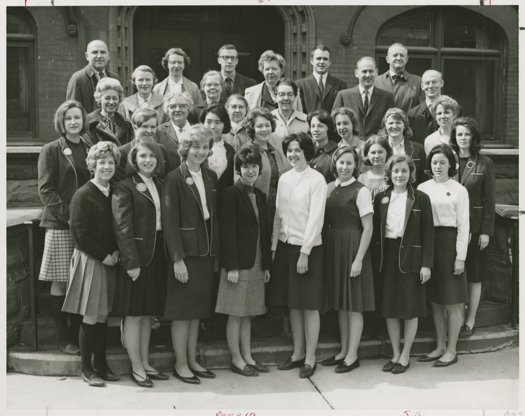 A group of Milwaukee-Downer College students and faculty who transferred to Lawrence with the consolidation in the fall of 1964.