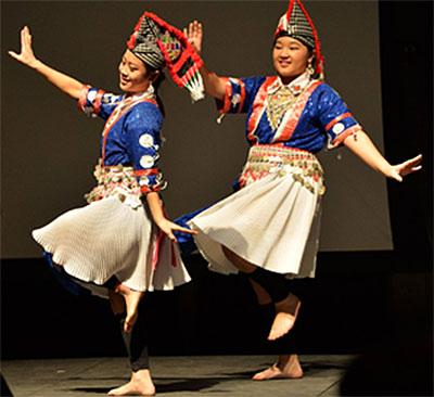 A photo of a local Hmong dance group Nkauj Hmoob Ntsias Lias.