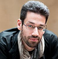 A head shot of pianist Jonathan Biss